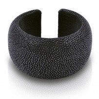Large round bracelet in stingray