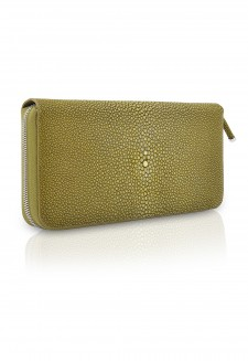 Woman purse with stingray cover and interior leather