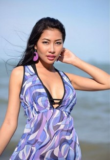 Beachwear dress with deep V-neck and violet shades